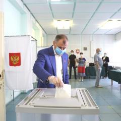 Владимир Константинов принял участие в Общероссийском голосовании по поправкам в Конституцию Российской Федерации